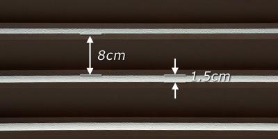 ルーバーの板幅は8cm。 隙間は 1.5cm 程度です。