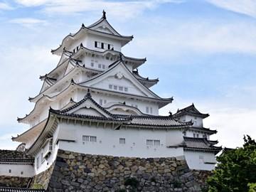 漆喰壁の美しい姫路城(兵庫県)