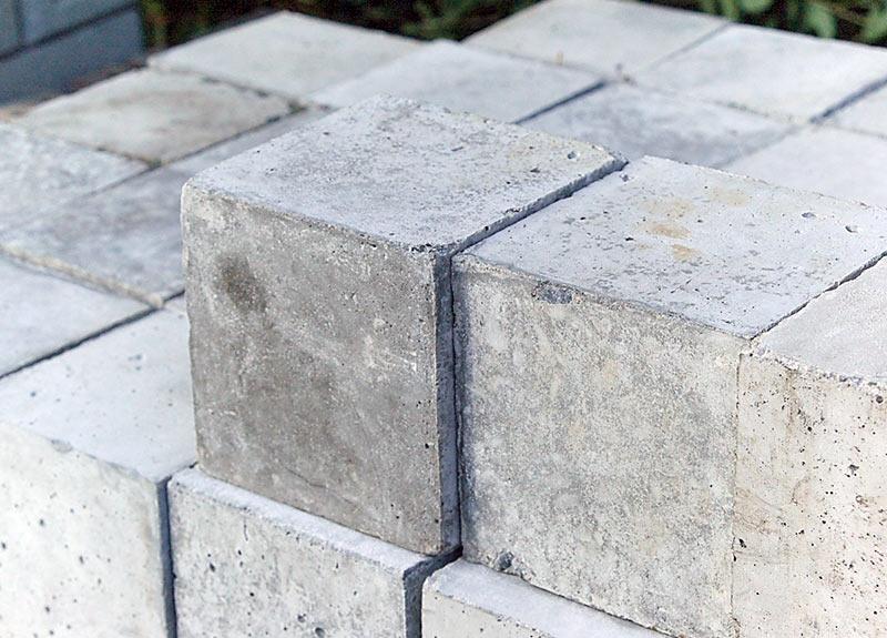ピンコロ束石